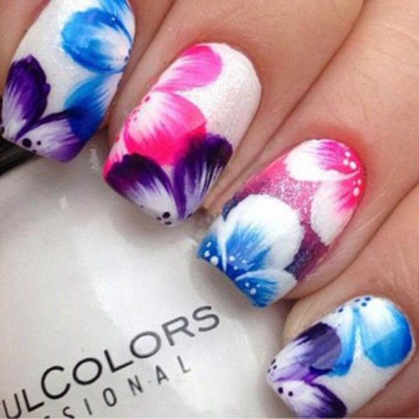 Bright Hawaiian Flower. Via flower nail art ... - Bright Hawaiian Flower - Wait Til You See These 42 Awesome Flower…