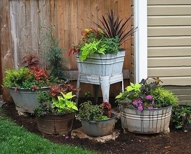 In the corner 21 easy container gardens perfect for small for Small corner garden designs
