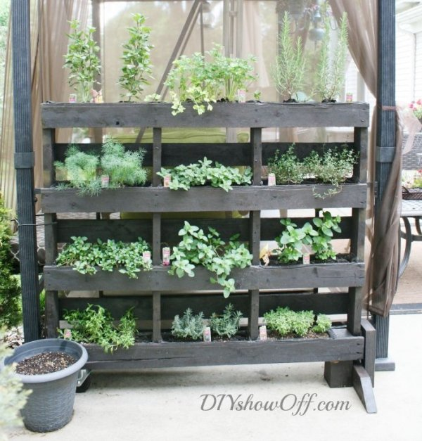 45 DIY Pallet Crafts To Spiff Up Your Entire Home