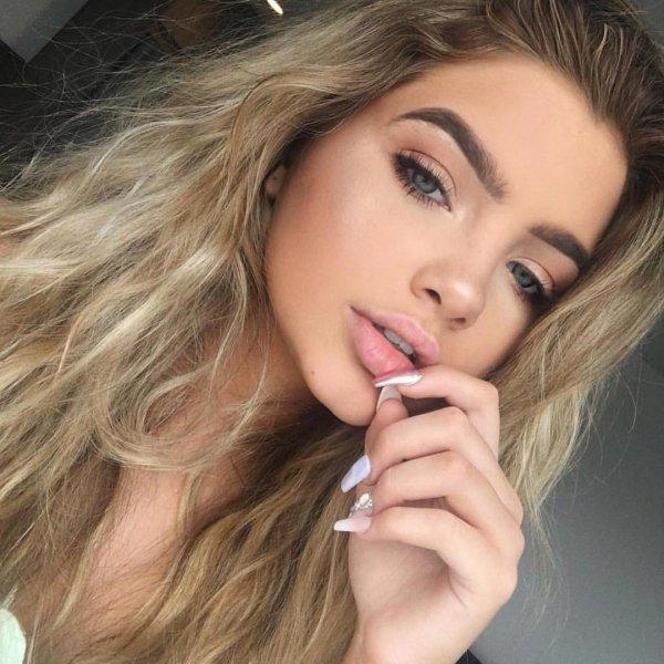 eyebrow, beauty, human hair color, lip, blond,