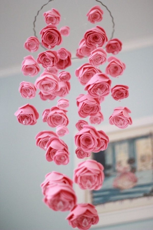 29 diy mobile projects for nimble fingers diy for Diy felt flower mobile