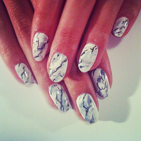 Дизайн ногтей мраморный