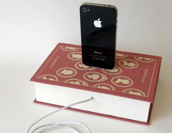Old books 10 nifty diy charging stations lifestyle - Diy uses for old books ...