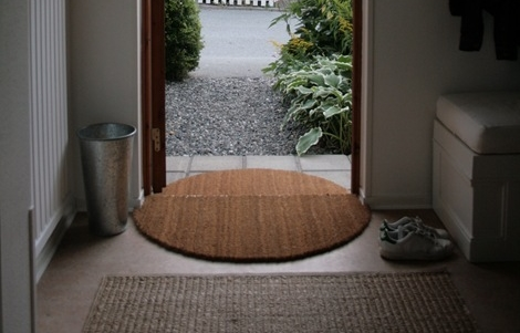 The Only Thing That You Will Do To Make This DIY Doormat To Cut Semi Circles.  I Had To Include This 1 Step Tutorial Here Because I Think The Idea Is  Fresh.