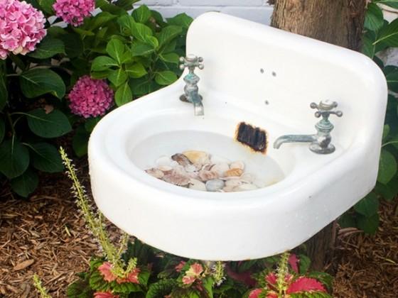 Salvaged Sink 9 Adorable And Creative Diy Birdbaths