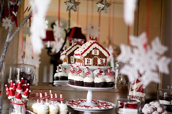 Make Gingerbread Houses 7 Winter Party Ideas