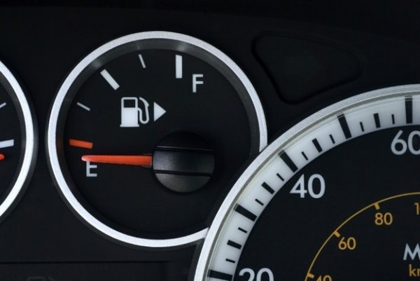 The Little Arrow on Your Gas Gauge is There to Tell You What Side Your Gas Tank is on