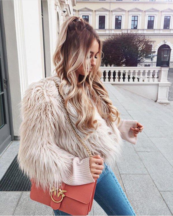 clothing, fur, fur clothing, outerwear, long hair,