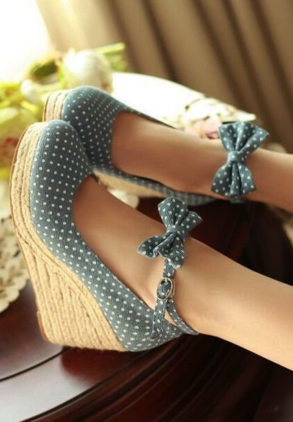 footwear,shoe,leg,arm,jewellery,