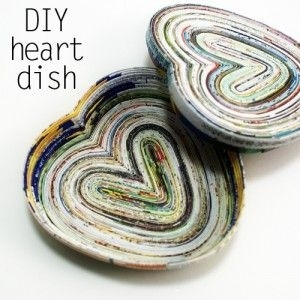 Heart shaped dish 33 crafty ways to use old magazines for Heart shaped jewelry dish