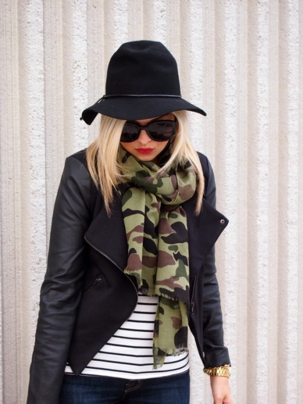 how to wear a military scarf