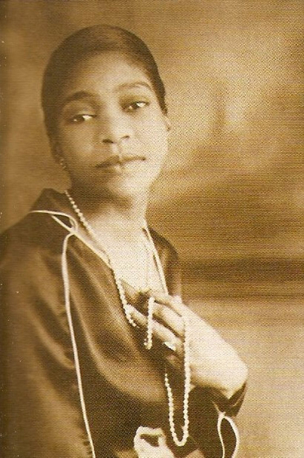 bessie smith Bessie smith was a blues singer nicknamed the empress of the blues, smith  was the most popular female blues singer of the 1920s and.