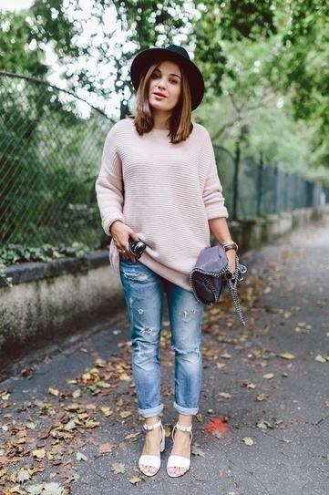Boyfriend Jeans - 7 Street Style Ways to Wear an Oversized Sweater…