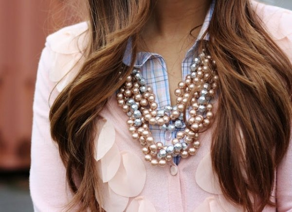 hair,jewellery,fashion accessory,hairstyle,necklace,