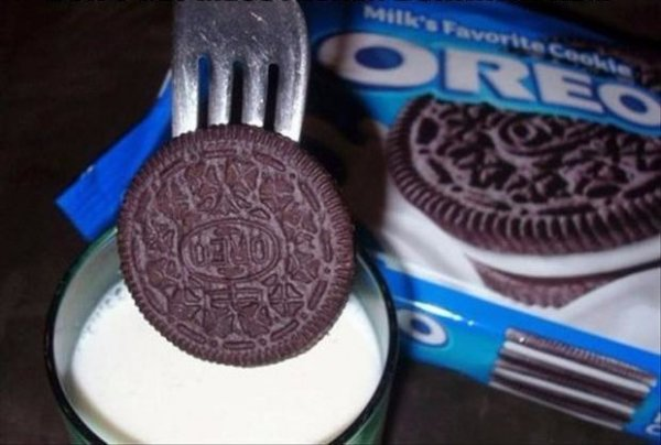 One More Oreo Hack — Use a Fork to Dunk Your Oreos so That Your Fingers Don't Get Messy