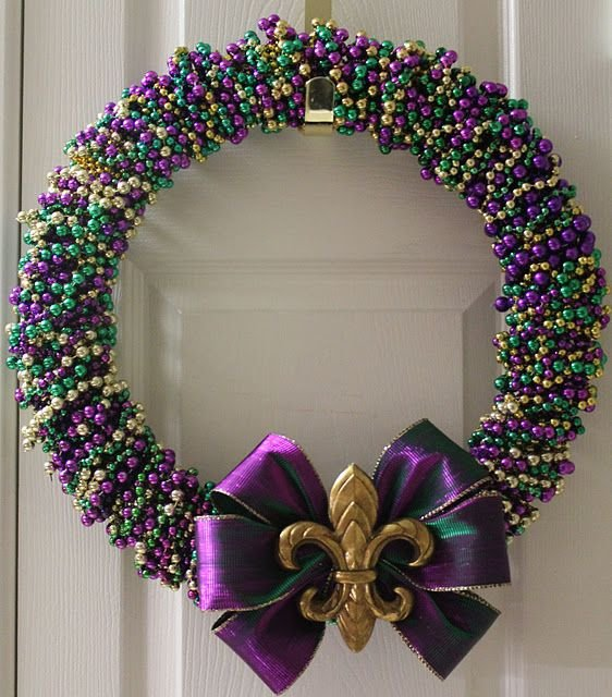 Wrapped beads 17 cool things to do with your mardi gras for Things to hang on front door