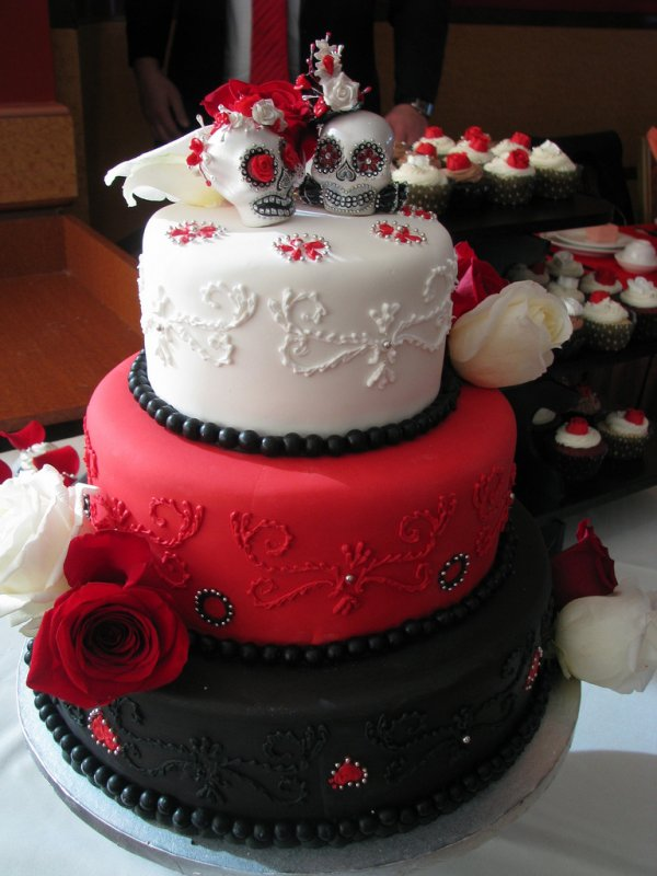 red,wedding cake,cake,food,dessert,