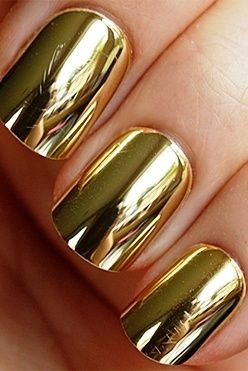 Golden Metallic Nails Are Always a Good Choice
