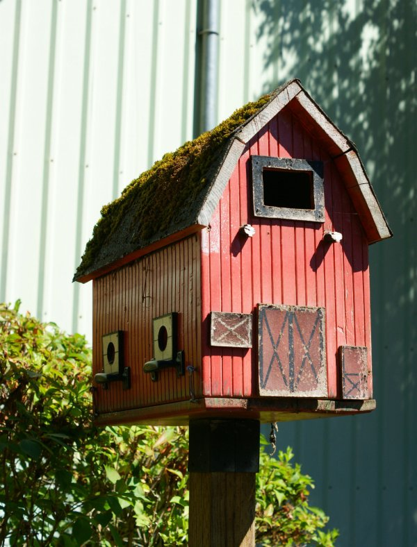 Barn Birdhouse - DIY Birdhouses That'll Attract Feathered ...