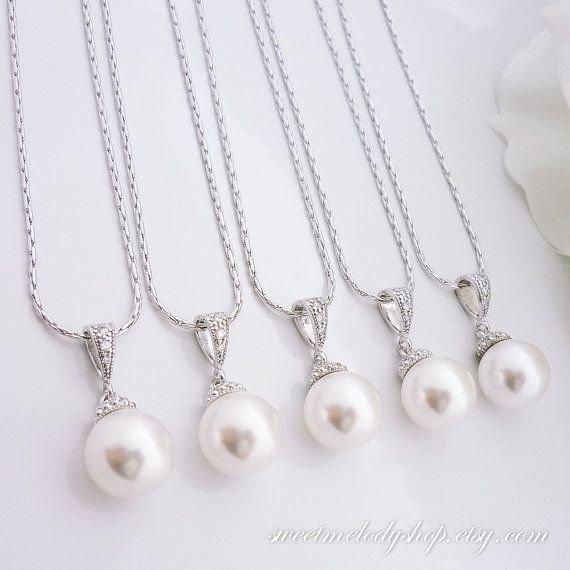 pearl,jewellery,fashion accessory,gemstone,material,