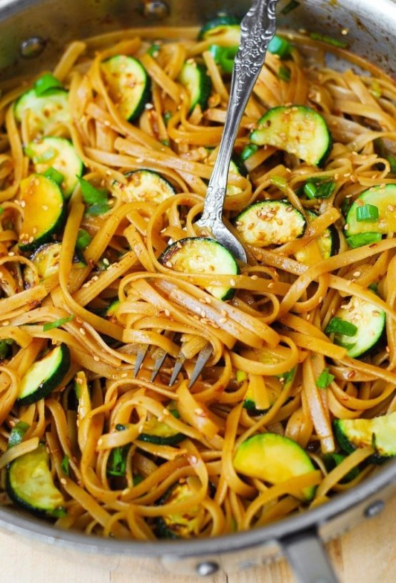 Spicy Thai Zucchini Noodles with Toasted Sesame Seeds