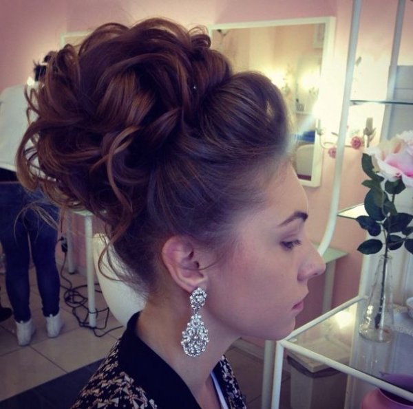 hair,hairstyle,long hair,brown hair,bun,