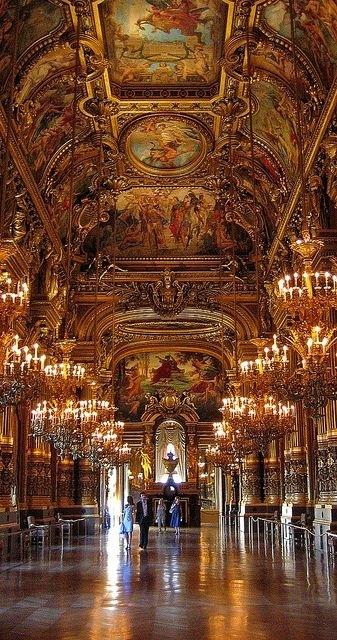 9  Palais Garnier