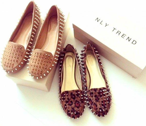 footwear, shoe, brown, fashion accessory, jewellery,