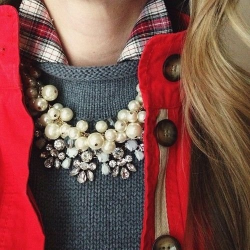 necklace,clothing,red,jewellery,fashion accessory,