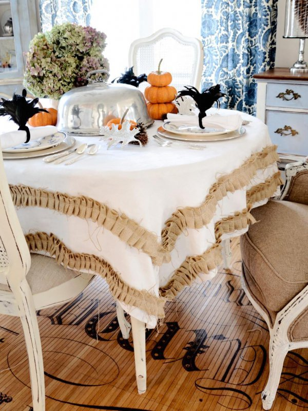 Tablecloths for dining