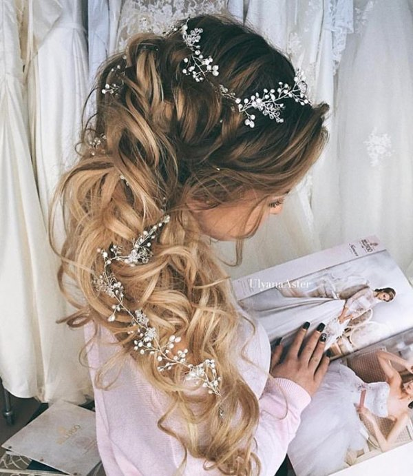 clothing, hair, hairstyle, woman, fashion accessory,