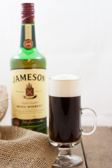 Irish coffee 17 best cocktails for ladies lifestyle for Mixed drink with jameson