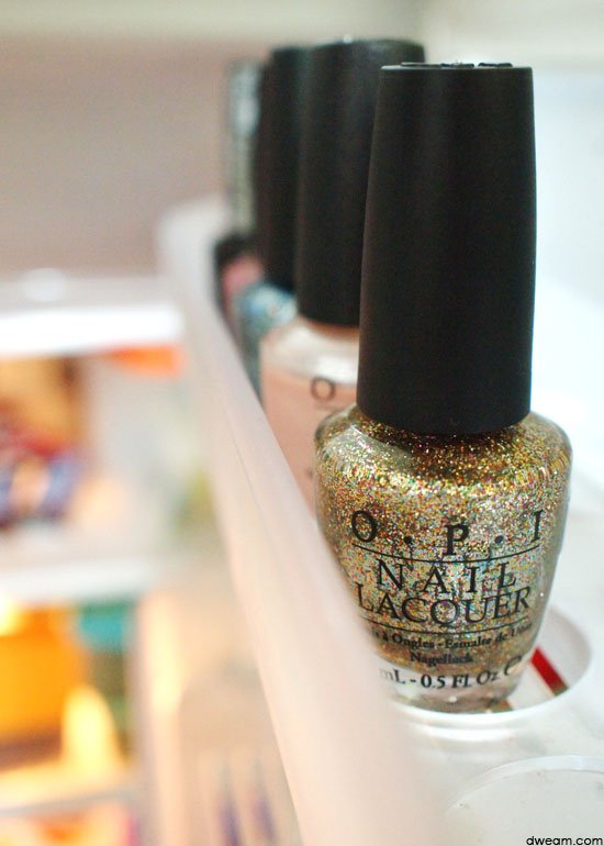 nail polish,finger,cosmetics,nail,hand,