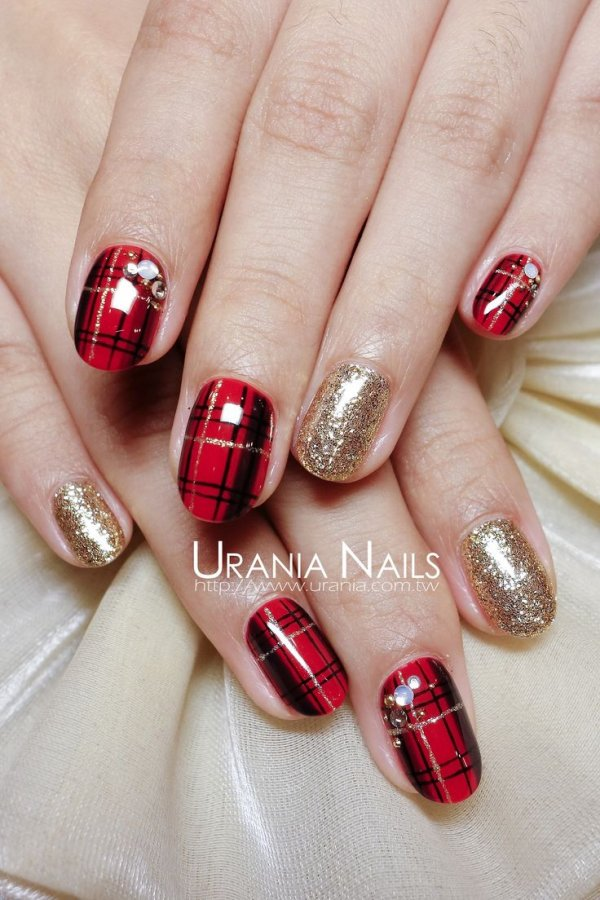 With a touch of gold 39 awesome plaid nail art designs for your nailfingernail careredmanicure prinsesfo Choice Image
