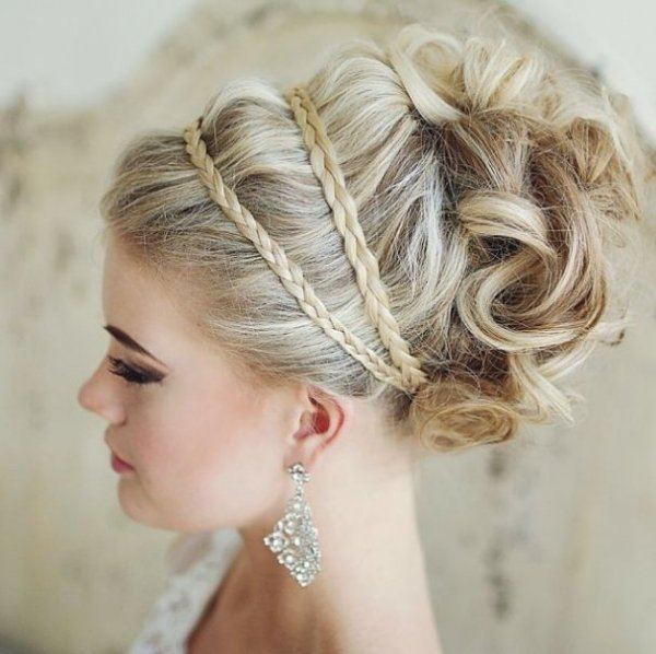 hair,bridal accessory,hairstyle,bridal veil,long hair,