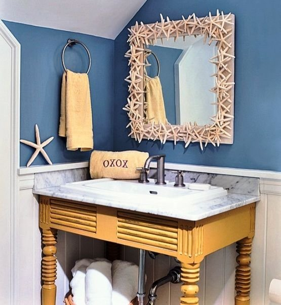 Mirror border 32 seaworthy beach themed bathrooms you can for Beach decor bathroom ideas