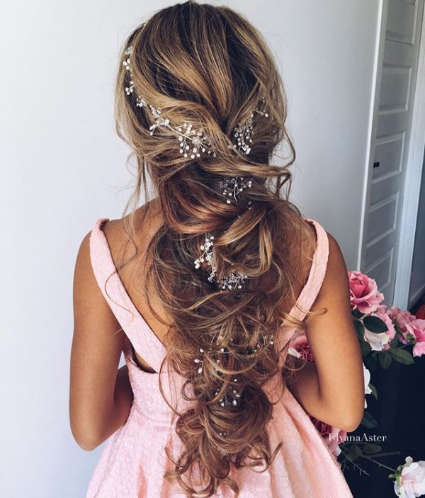 hair, clothing, hairstyle, long hair, ringlet,