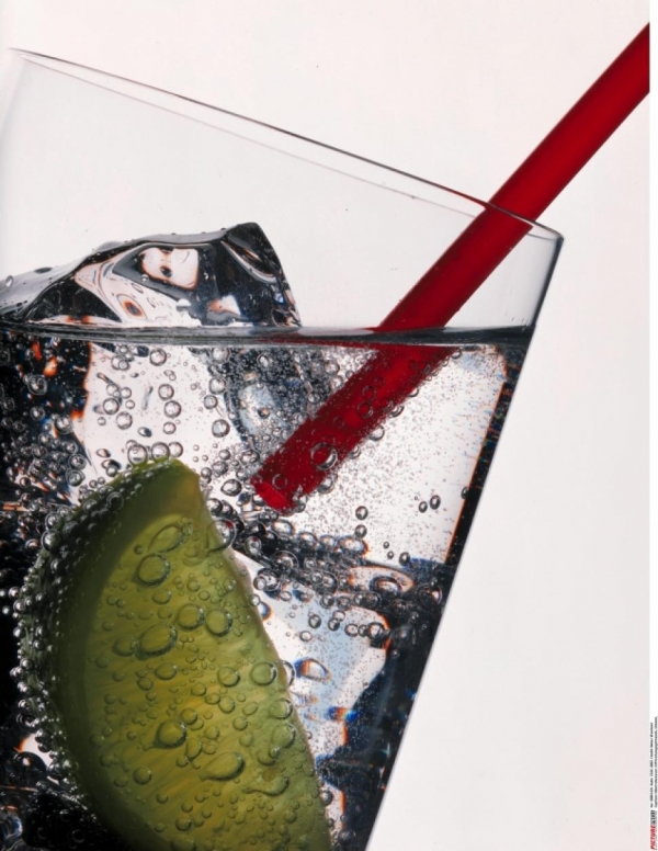 Rinse Hair with Carbonated Water to Reduce Frizz