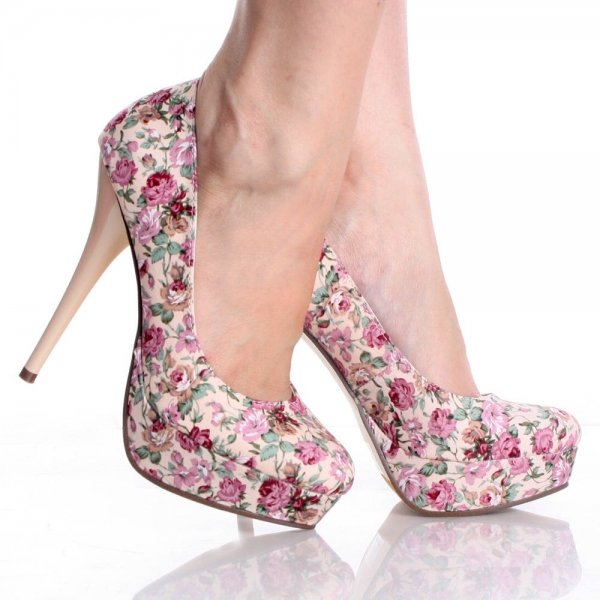 footwear,pink,high heeled footwear,shoe,leg,