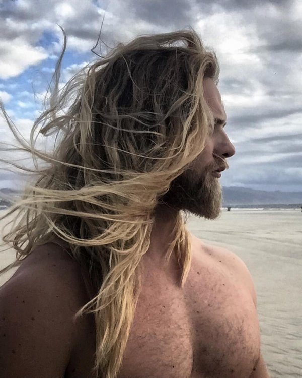 He Has a Secret to His Gorgeous Locks: Leave in Moisturizing Mask!