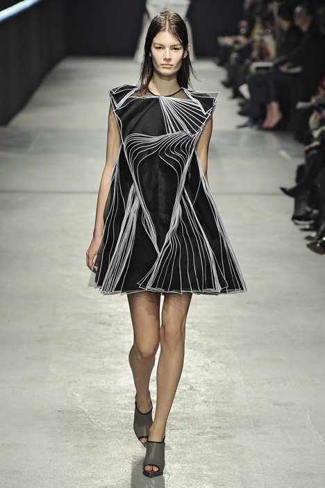 Structural clothing 7 unexpected fashion week trends and Contemporary fashion designers