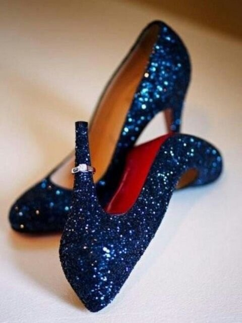 What Color Shoes To Wear With A Blue Sequin Dress