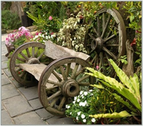 Old stuff 46 fun ideas for your little flower garden for Things to do with old wagon wheels