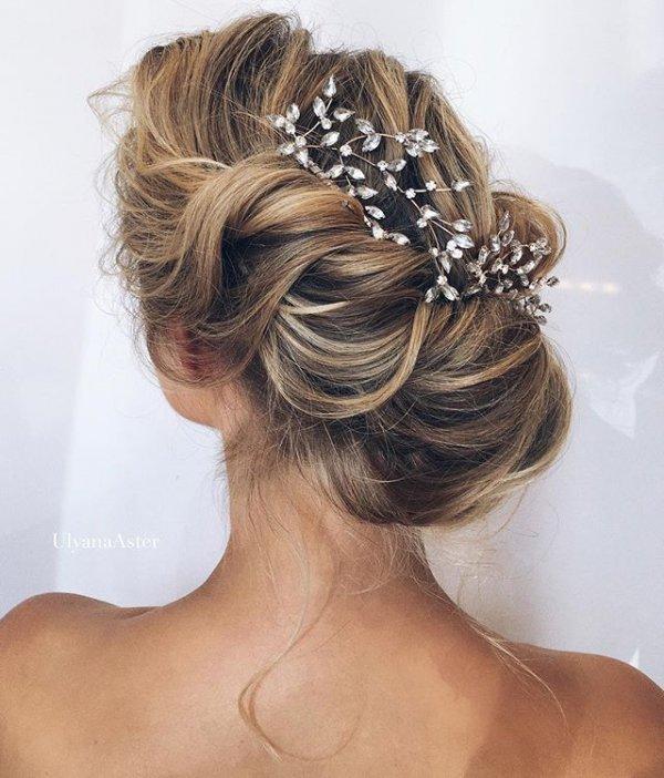 clothing, hair, fashion accessory, hairstyle, long hair,