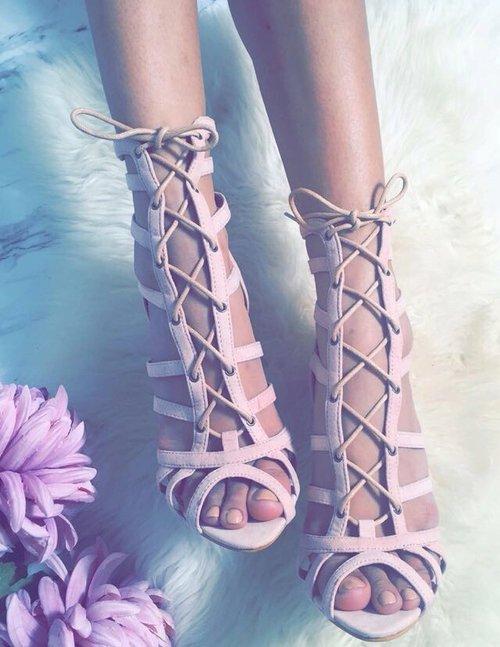 footwear,leg,arm,spring,shoe,