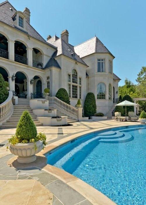 Large White House with Large Back Yard - 59 Gorgeous Dream ...