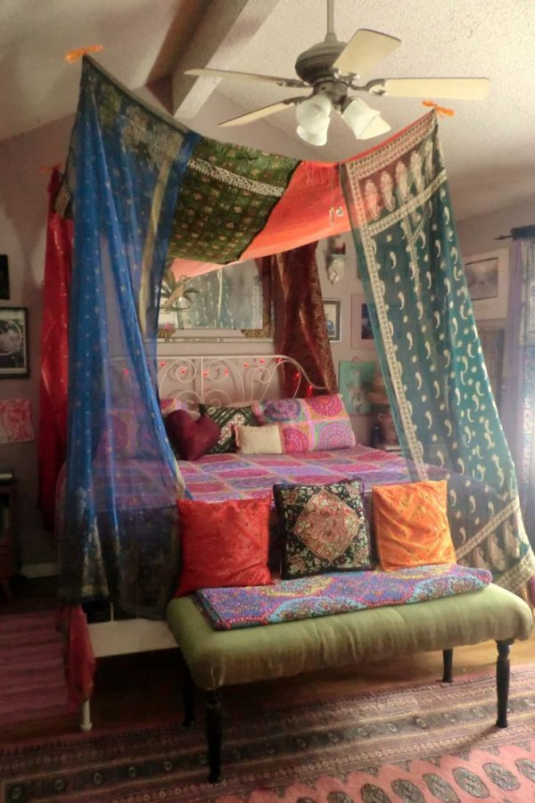7 gorgeous bed canopies to make your room appear elegant - Canopy bed curtain ideas ...