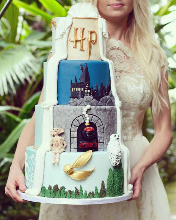 Harry Potter ⚡ Themed Wedding Cakes 🍰 for the Nerd 🤓 in You ...
