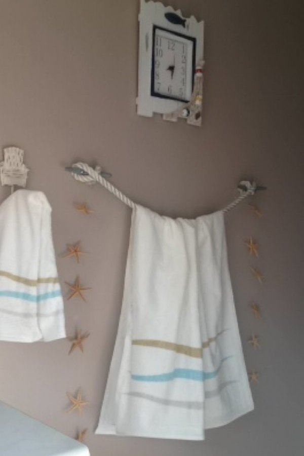 Rope Towel Holders 32 Seaworthy Beach Themed Bathrooms