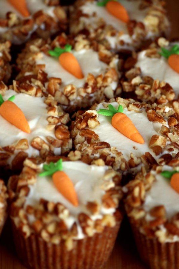 Carrot Cupcakes mit Frischkase-Glasur - 27 Oster-Cupcakes ...